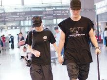 刘翔和女友吴莎现身机场 用胸膛护驾甜蜜耳语