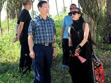 孔雀女神杨丽萍考察古民居博览园 民族风十足