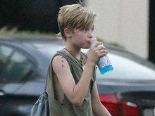 朱莉皮特11岁女儿居然长这样 短发纹身完全坏小子模样