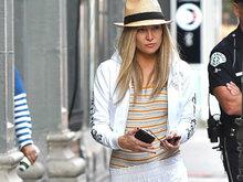 凯特·哈德森夏天穿流苏皮靴 戴草帽穿运动装显帅气