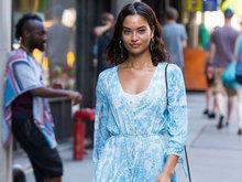 维密超模穿蓝色连衣裙出街 尽显清新优雅