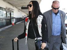 55岁黛米摩尔离婚四次素颜显皱纹 现身机场气场十足