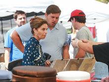 施瓦辛格前妻额头皱纹明显 获儿子陪同买菜超接地气