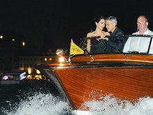 74届威尼斯:克鲁尼入围大奖 护爱妻登船游玩