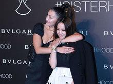 模贝拉·哈迪德(Bella Hadid)现身北京某活动 获蔡依林献吻