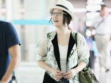 46岁杨钰莹甜美依旧 美腿白皙抢镜