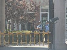 杨童舒遭遇极品房客豪宅被毁 就连楼梯也被刮擦严重