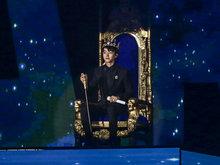 王俊凯18岁成年礼加冕 王源和易烊千玺前来助阵