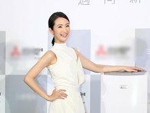 林依晨穿白裙现身活动清纯俏丽 甜美比爱心少女感十足