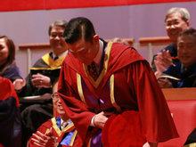 刘德华获香港树仁大学颁予荣誉文学博士 低头受礼谦逊儒雅