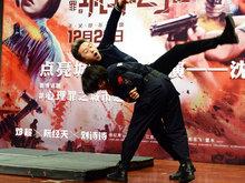 邓超遭摄影警察过肩摔吓到脸变形 深感警察的功底多深