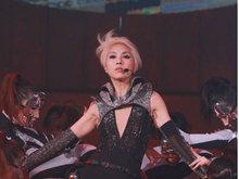 杨千嬅金色短发中门大开性感十足 载歌载舞嗨翻全场