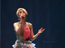余文乐婚后首亮相 力挺杨千嬅演唱会合唱《当我想起你》