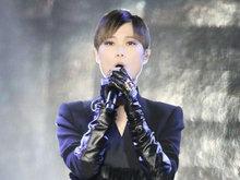 李宇春酷黑裙装有个性 小露美腿超妩媚引粉丝疯狂尖叫