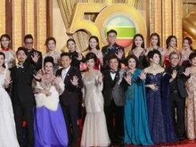 《溏心风暴3》主演四人携手亮相红毯 尽显亲密无间