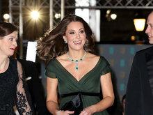 凯特王妃挺孕肚身材圆润发福明显 与老公威廉王子恩爱同框
