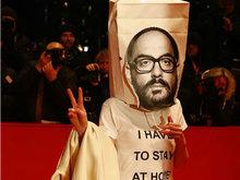 第68届柏林国际电影节闭幕:女星戴购物袋现身红毯十分抢眼