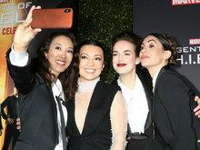 《神盾》100集派对众星亮相捧场 华裔女星温明娜汪可盈玩自拍