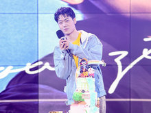 人气男团CNK成员娄滋博18岁生日会 回馈粉丝惊喜不断