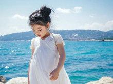 阿拉蕾现身戛纳电影节 海边漫步宛如童话公主般可爱