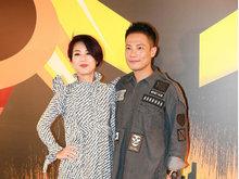杨千嬅夫妇迪士尼趣味合体 斑纹长裙超吸睛