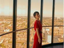 海清一袭红裙出席晚宴 端庄优雅气质迷人