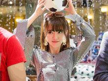阿兰清新鬼马街拍 甜美可爱世界杯和冰激淋更配