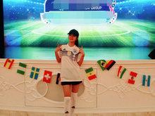 安以轩穿德国队球衣 身材苗条筒袜秀美腿