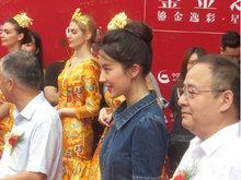 刘亦菲出席活动 妆容精致在人群中十分抢眼