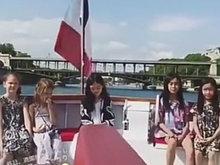 李嫣巴黎游船上被偶遇 穿着白色仙女裙美上天