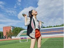 赵露思化身夏日时尚精灵 大长腿迷人