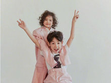 杨烁带娃加盟《爸爸6》 兄妹搞怪俏皮可爱萌萌哒