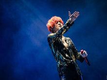 薛之谦世界巡演首站北京正式开唱 红发造型超亮眼