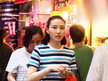 赌王三太与女儿市场买菜 何超云大长腿抢眼外