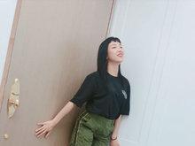 火箭少女Yamy晒新造型 超短齐刘海一脸酷劲