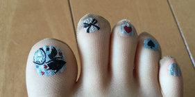 日本商家推出自带美甲长筒袜 成时尚新宠