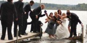 笑翻众人的另类婚礼照