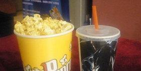 盘点《世界各国在电影院吃什么》竟然有一国边吃蚂蚁边看电影......