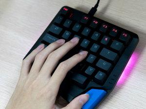 雷柏V550RGB键盘图赏:专为游戏玩家设计