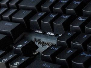 雷柏V530游戏键盘图赏:抵水御尘无所畏惧