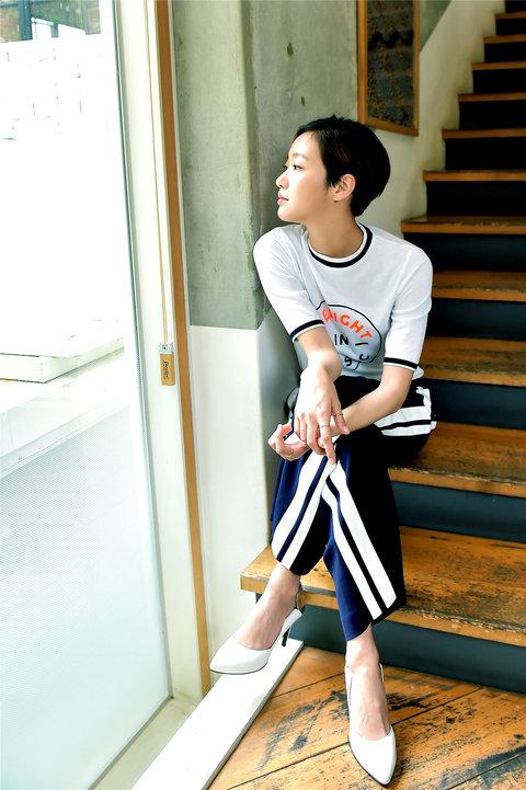 韩人气女星金高银高清写真 纤细美腿彰显气质9