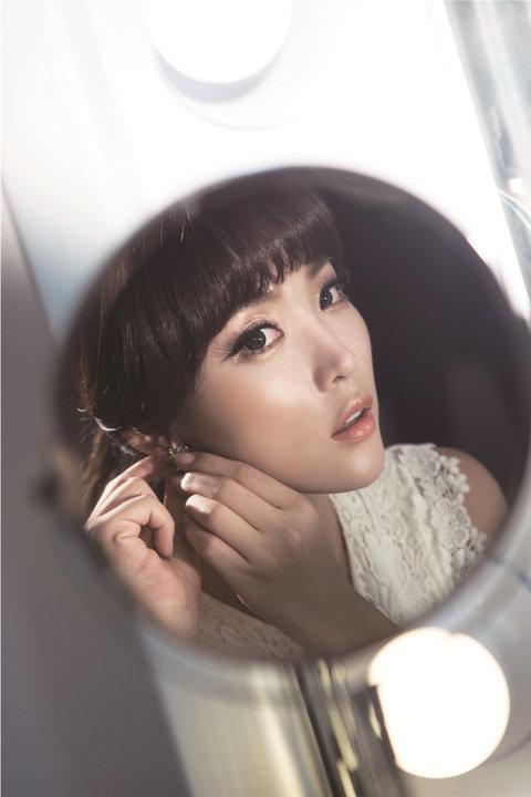 韩国性感女艺人洪真英时尚写真 妩媚动人2