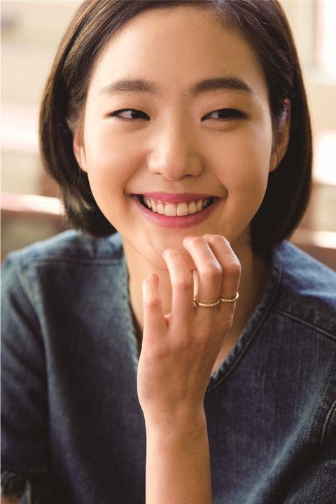 韩人气女星金高银高清写真 纤细美腿彰显气质13