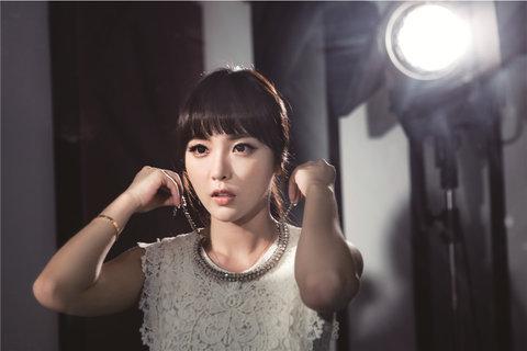 韩国性感女艺人洪真英时尚写真 妩媚动人3