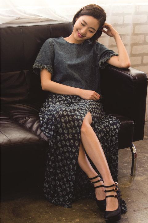 韩人气女星金高银高清写真 纤细美腿彰显气质14