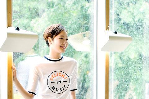 韩人气女星金高银高清写真 纤细美腿彰显气质3