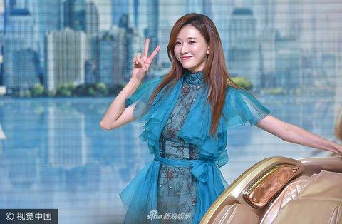 林志玲空降沈阳出席某活动蓝色连衣裙大秀美javawebemoji表情包图片