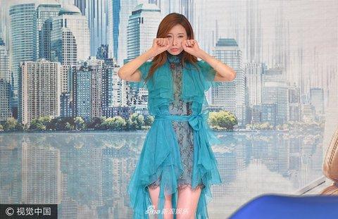 林志玲空降沈阳出席某活动表情连衣裙大秀美欧蓝色包图片