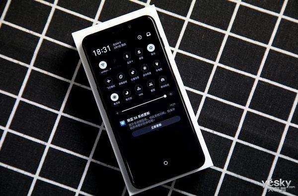 黑白相间下的圆润机身 魅蓝S6首款全面屏新机图赏