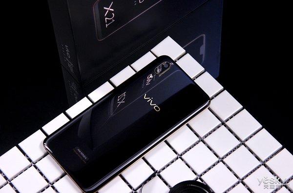 邂逅侧边提琴线设计 vivo X21黑金屏幕指纹版外观图赏